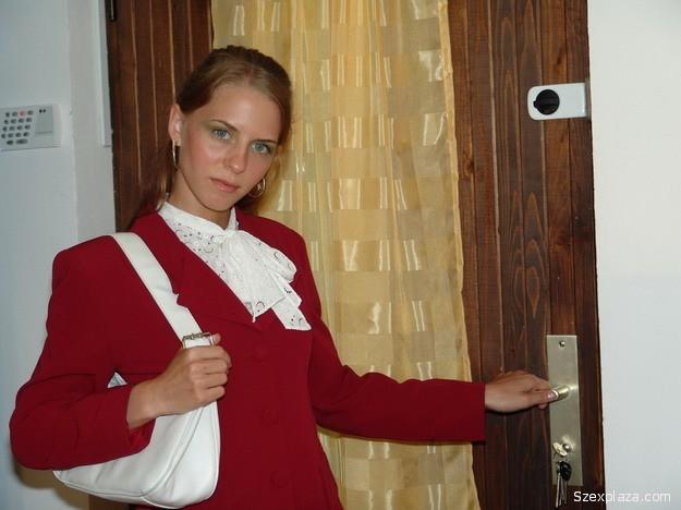 Melinda plázacica seggbe kúrva és szopatva